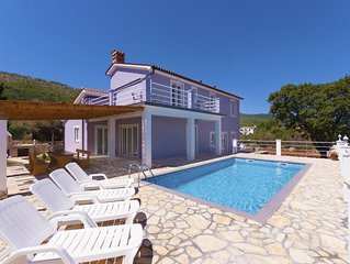Wunderschöne moderne Villa mit Pool und Meerblick