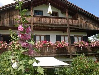 Charmante, grosse, sehr ruhige Wohnung mit Sudbalkon in gepflegter Landhausvilla