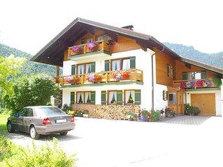 Unser sehr gepflegtes Landhaus liegt besonders ruhig im Herzen von Weissbach