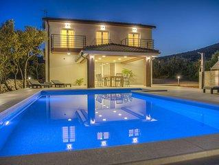 NEU Luxus-Villa mit beheiztem Pool, 3km vom Meer entfernt