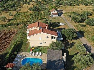 Schöne Villa in traumhafter Lage, Pool, Garten & Fitnessstudio, kostenloses WLAN