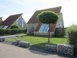 Neu renoviertes 5* Ferienhaus im Ferienpark Zeeland Village Scharendijke - Sauna