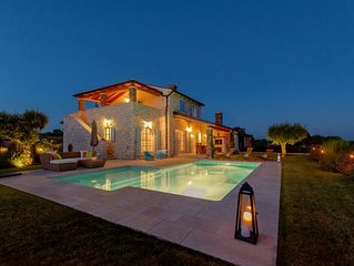 Exclusive Luxus-Villa mit Swimmingpool und Grill, ideal fur Familie