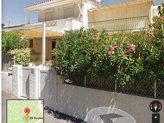 Villa rénovée 6 pers, 3 chambres, 2 terrasses, solarium, 200m plage, calme mer