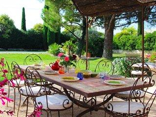 Villa spacieuse avec piscine chauffée au pied du Mont Ventoux