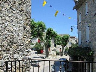 Gite accueillant au coeur du village des 4 Tours