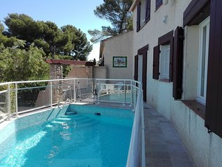 Belle villa tres agreable avec piscine securisee a 450m de la plage, clim, wifi