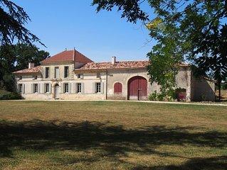 Château Petit Luc, propriété viticole joliment rénovée avec piscine chauffée