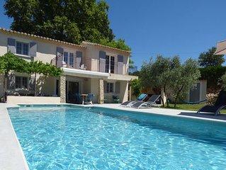Charmante maison provencale, entierement renovee, grand jardin, piscine chauffee