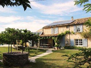 Maison familiale provencale isolee avec piscine