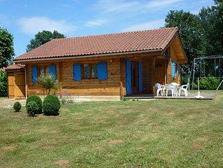 Confortable maison en bois massif au coeur du Périgord noir avec vue panoramique