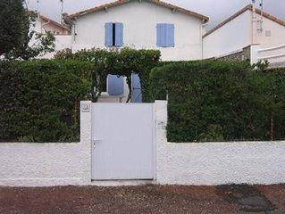 Maison charentaise  avec jardin clos  sans vis a vis  200 m de la plage.