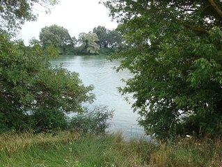 gite en petite Camargue au bord du Petit Rhône tranquille et verdoyant