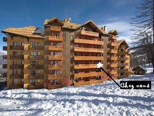 Ski au soleil, sur les pistes, départ-retour skis aux pieds,180 km de pistes