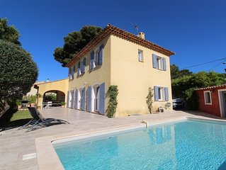 La CADIERE D'AZUR, Villa  avec piscine à 8 km de la mer avec vue sur le vignoble