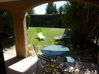 Vacances dans un authentique village provencal au pied des Montmirail