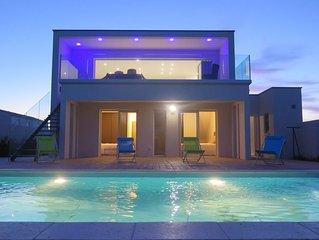 villa de luxe,au calme, piscine chauffée privée ,1,3km de la mer