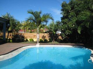 villa cosy avec piscine dans un endroit calme
