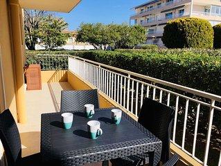 Superbe T2 rénové avec terrasse, proche plages et commerces, parking, wifi