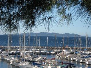 Belle villa, magnifique vue, située près des plages et du centre ville