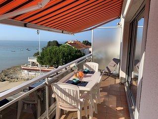 appartement de standing, dernier étage avec terrasse, face à la mer à 20 mètres