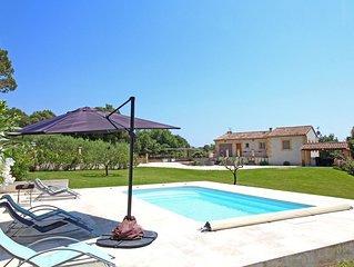 Villa récente 3 chambres, village de charme calme, piscine proche aix et luberon