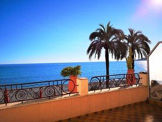 Riviera Beach Terrace: A/C, balcon + splendide grande terrasse face à la plage