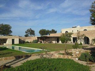 Maison de charme au calme, piscine 18m . Proche golf.Cuisine marocaine possible.