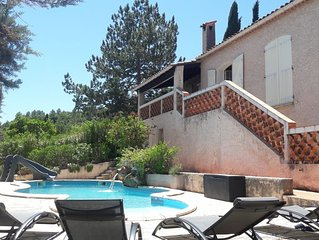 Villa Provençale  piscine privée et chauffée ,14 pers, salle de jeux