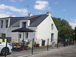 Petite Maison Situee Dans Le Village De Cadu (impasse)
