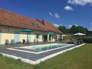 Maison spacieuse lumineuse-piscine chauffee-lit et chaise bebe-wifi gratuite