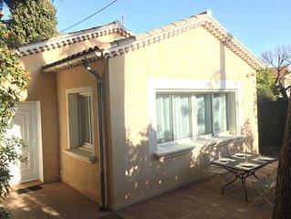 Belle villa T3 avec terrasse, coeur de Sanary, tout à pied, parking, wifi