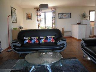 Villa 3 chambres,  belle vue mer, 600 m des criques, garage, WIFI