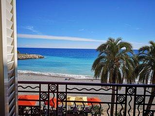 Apt Turquoise Holidays : Mer bleue et plage face a l'appartement