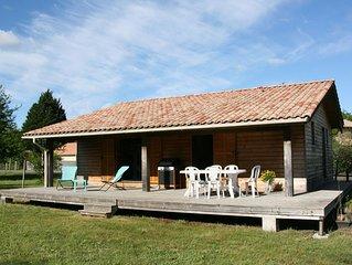 Agréable maison en  bois sur un grand  terrain, proche du Lac et du centre ville