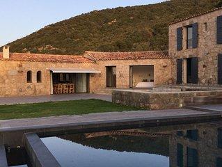 Grande villa de standing avec piscine ,vue exceptionnelle sur le golfe