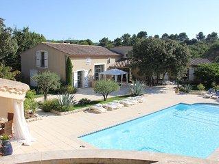 Magnifique villa provençale de 300 m2 climatisée avec grande piscine plein sud