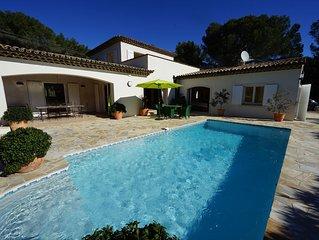 LA VILLA - piscine chauffee - climatisation - calme - espace