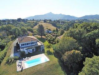 Grande maison (Classée ***), situation idéale, beau jardin et grande piscine