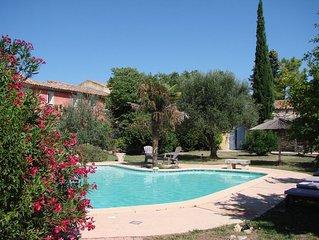 En Provence, grande propriété privée avec piscine jusqu'à 15 adultes