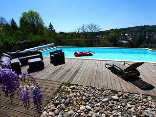SARLAT Maison 4 CHAMBRES CLIMATISATION,piscine privee chauffee, superbe vue sud