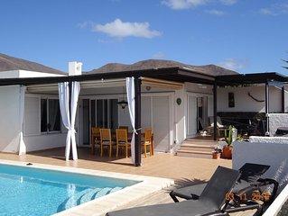 Villa dans résidence calme, piscine, terrasses, vue sur mer et volcans
