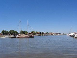 Cabane ostréicole les pieds dans l'eau Petit port Bassin d'Arcachon
