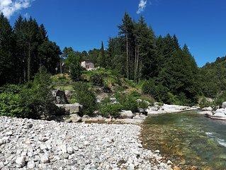 Ancien Moulin au bord de la riviere cadre de verdure 3,5 kms de St-Jean du gard