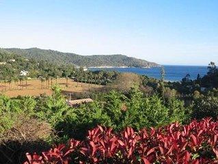petit mas mitoyen secteur GIGARO , très belle vue mer, plages à pièd