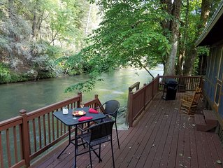 Cozy Cabin on Bank of the Cartecay/River access/Dogs OK/Self Check-In&Out/Clean