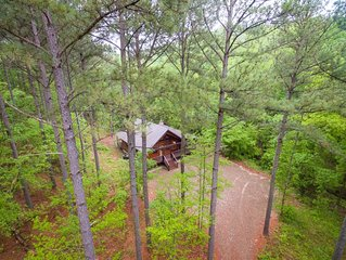 Couples Cabin or Small Family. Creekside, Hot Tub. Sleeps 4.