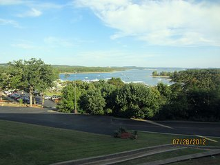Indian Point Lakefront Condo-Two Miles from Silver Dollar City