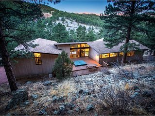 Exceptional PRIVATE Mountain home with HOT TUB and WiFi- 5BDR Minutes to Town