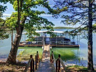 Luxury Log Cabin on Beaver Lake with Boat Dock/Swim Deck